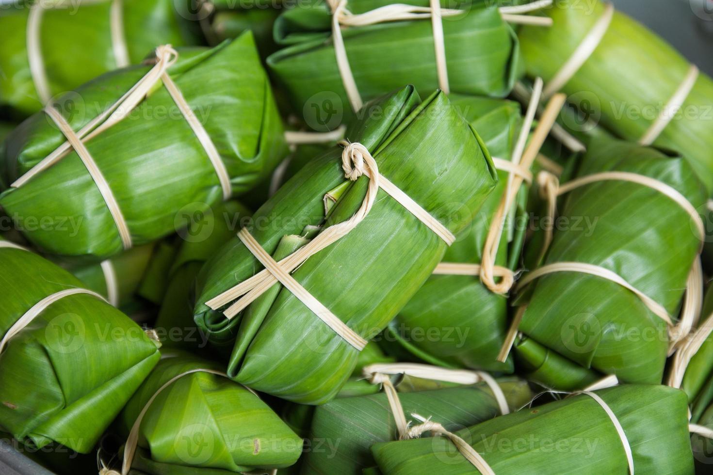 Bündel Brei, thailändische Dessertart, die Banane einfügt foto