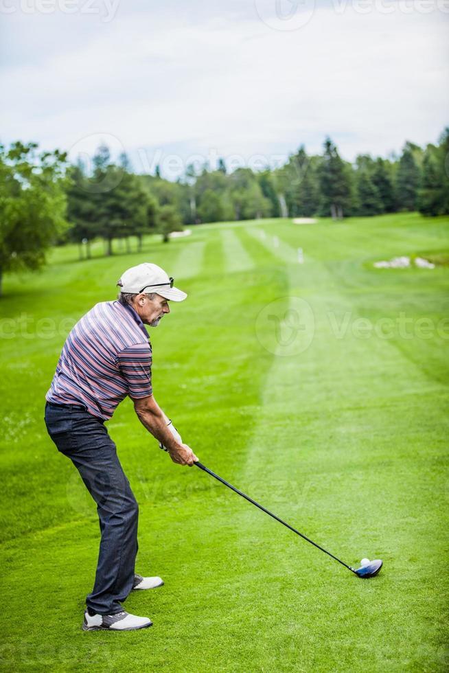 Golfer am Anfang mit Copyspace für Ihren Text foto