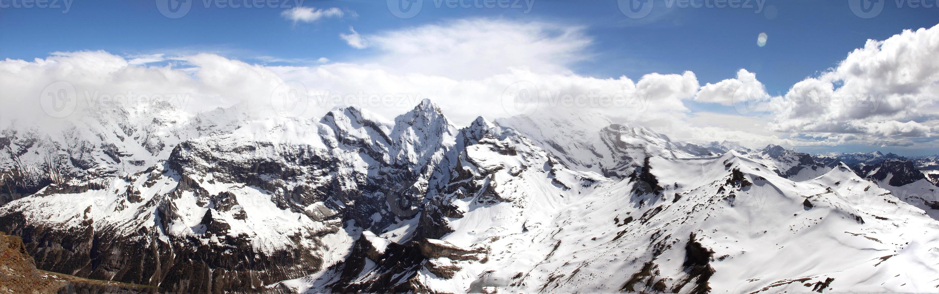 Panaorma der Alpen in der Schweiz foto
