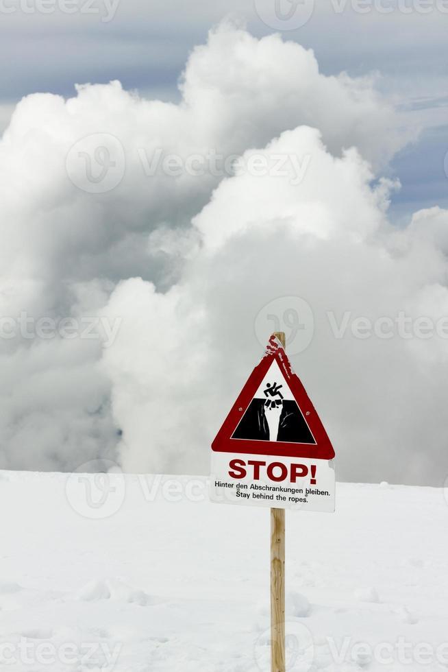 Warnschild am Berg foto