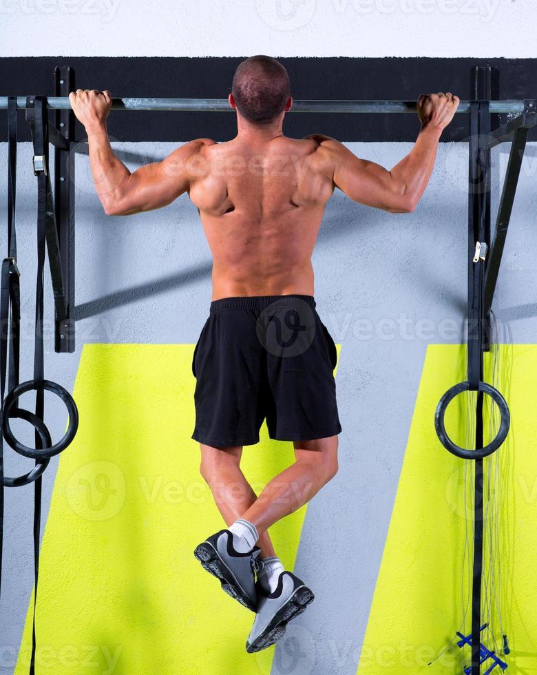 Gymnastik Zehen zu Bar Mann Klimmzüge 2 Bars Training foto