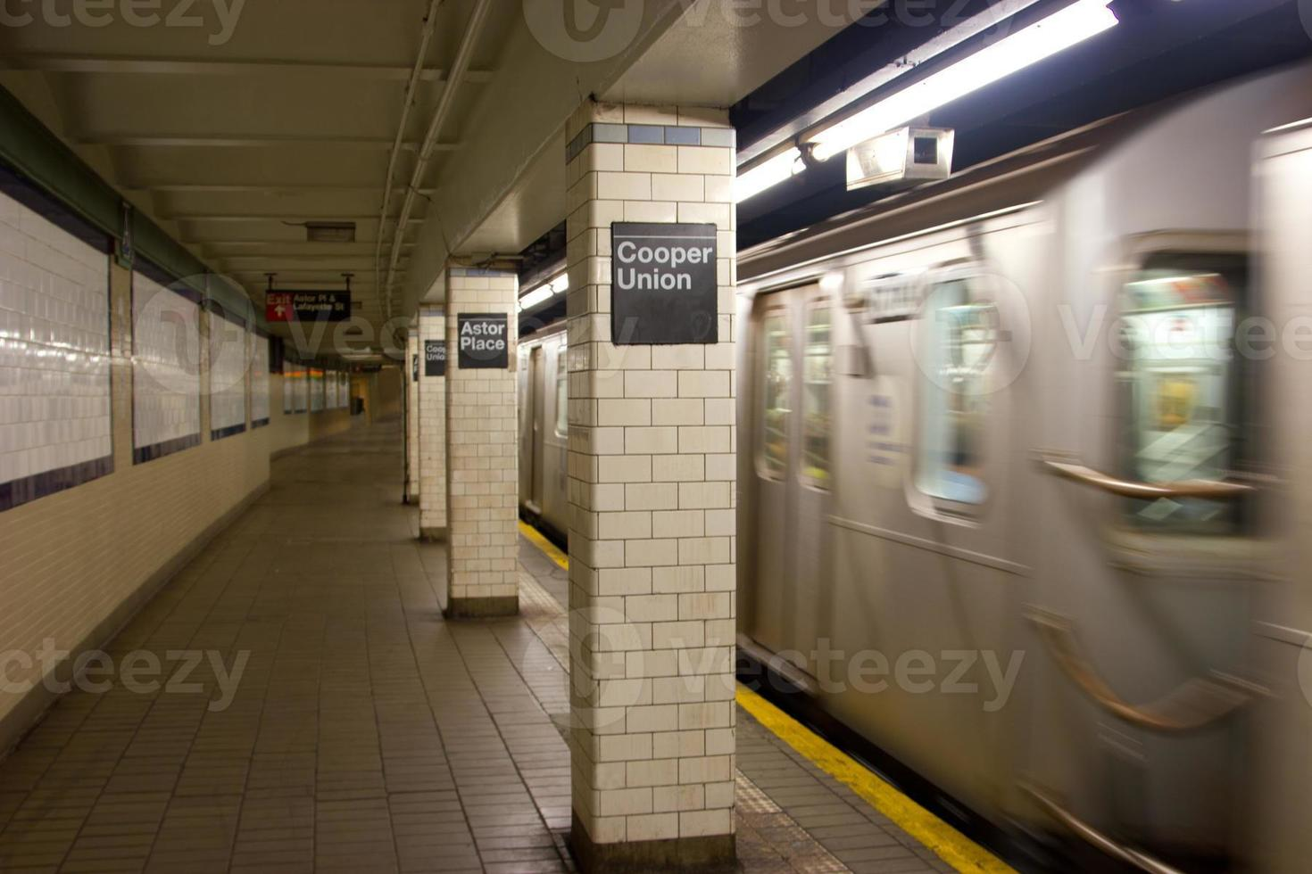Cooper Union und Astor Place U-Bahnstation, NYC foto