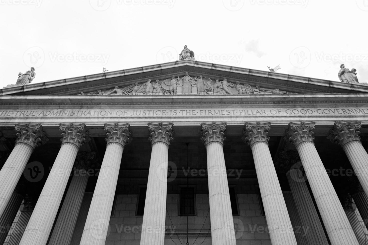 klassische Säulen im Obersten Gerichtsgebäude, New York foto