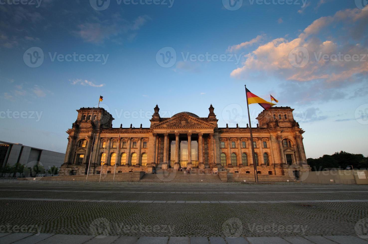 malerische Aussicht auf den Reichstag am Abend foto
