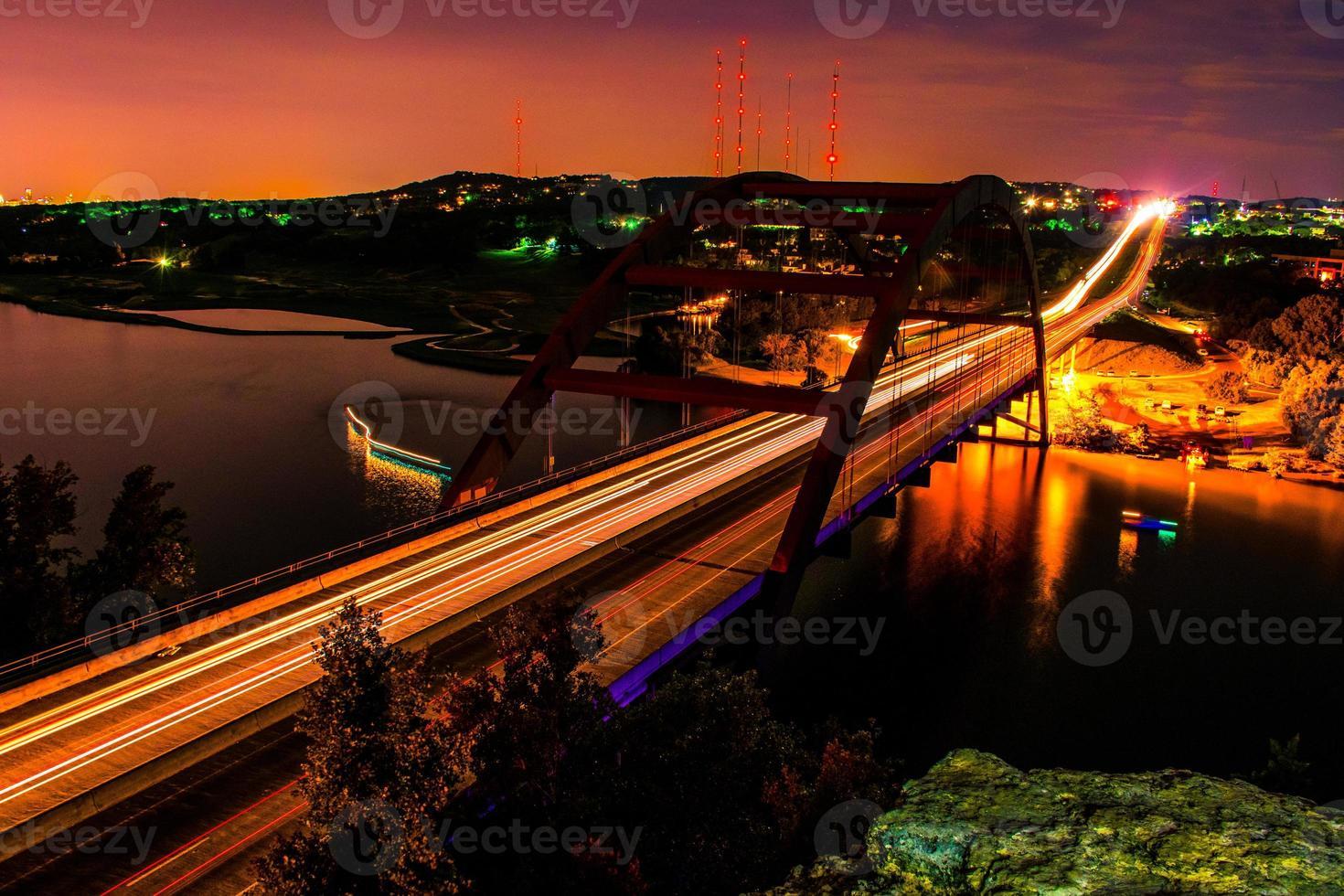 Nacht 360 Bridge Pennybacker Austin Long Exposure Trails die ganze Nacht foto