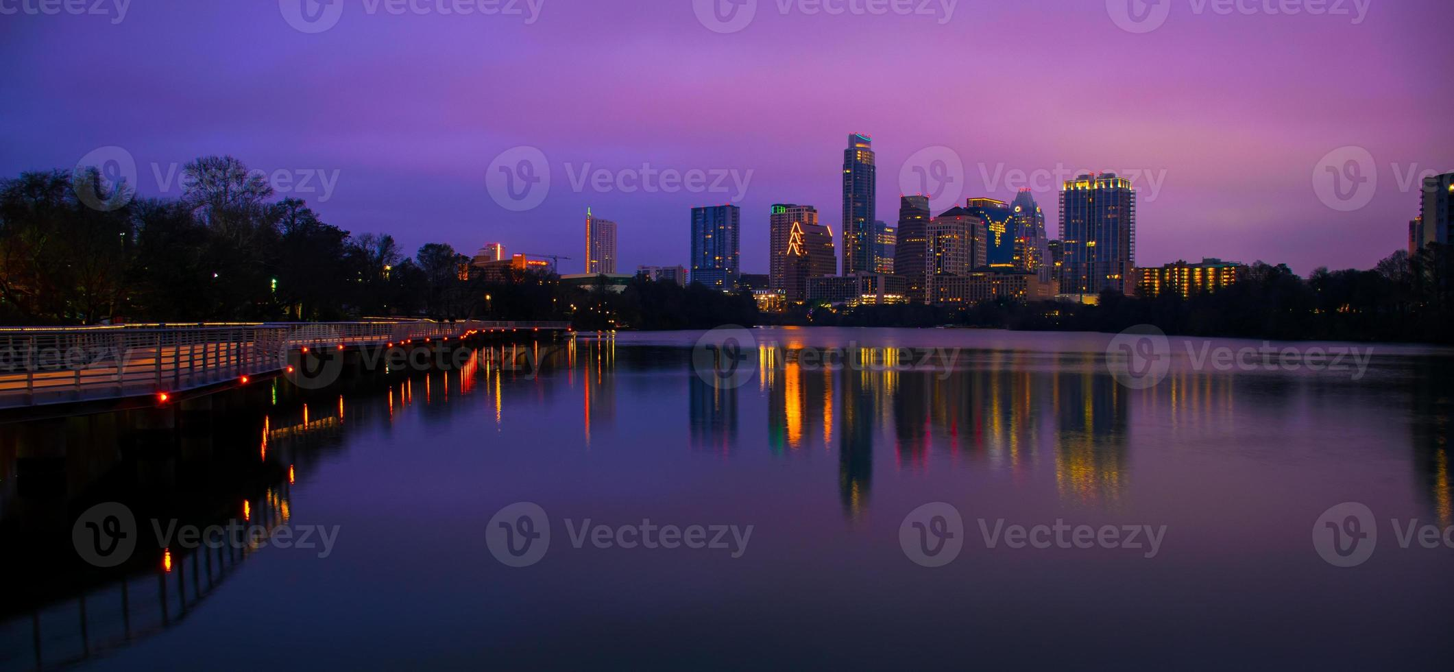 Weitwinkel Nacht Austin Skyline vor Sonnenaufgang Reflexionen foto