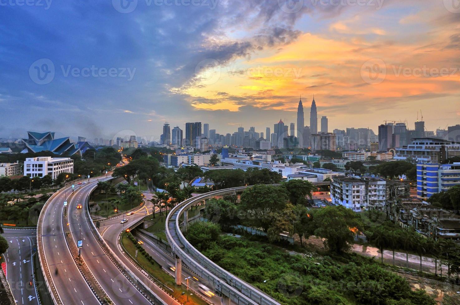 leicht defokussiertes Bild der Skyline von Kuala Lumpur foto