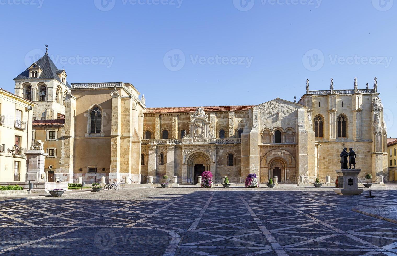 Stiftskirche von San Isidoro foto