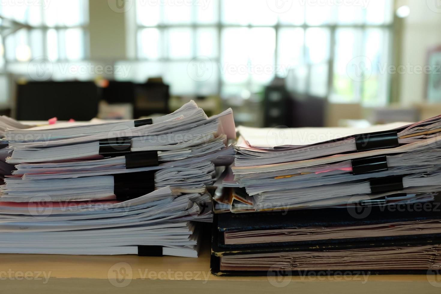 Dokument auf Schrank foto