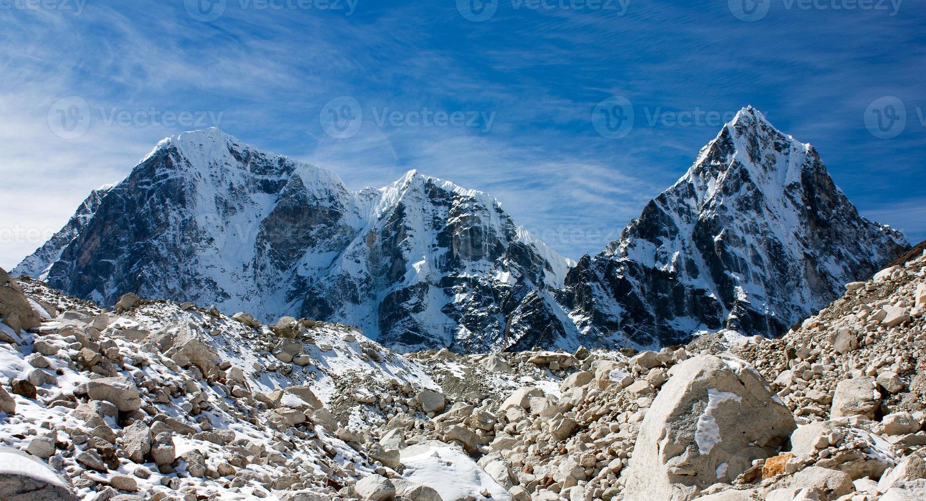 Arakam Tse, Cholatse und Tabuche Peak foto