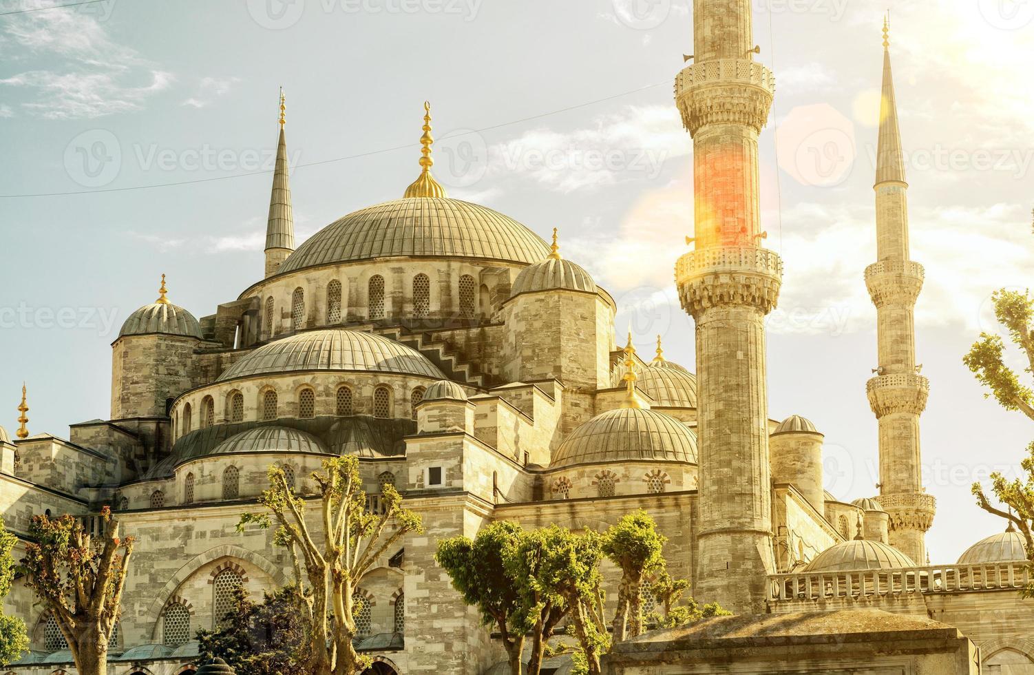 Blick auf die blaue Moschee (Sultanahmet Camii) in Istanbul foto