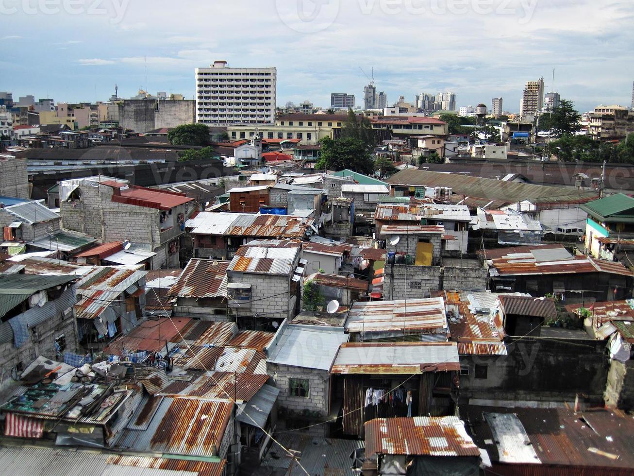 Hausbesetzer und Häuser in einem Slum-Stadtgebiet foto