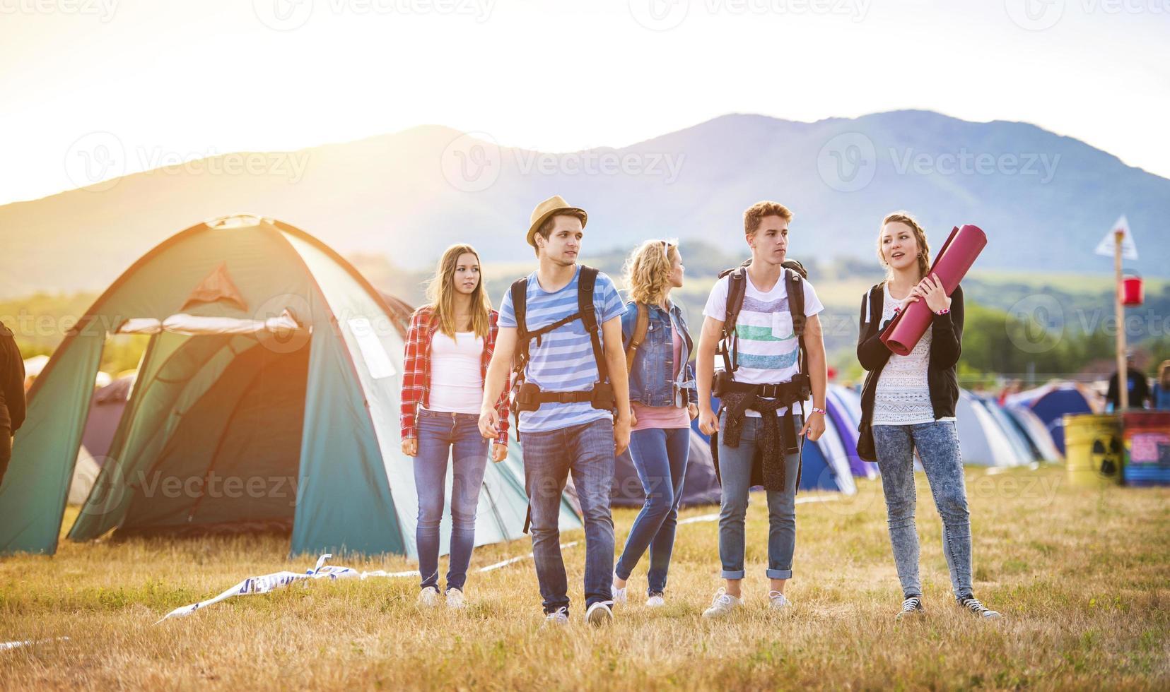 schöne Teenager beim Sommerfest foto