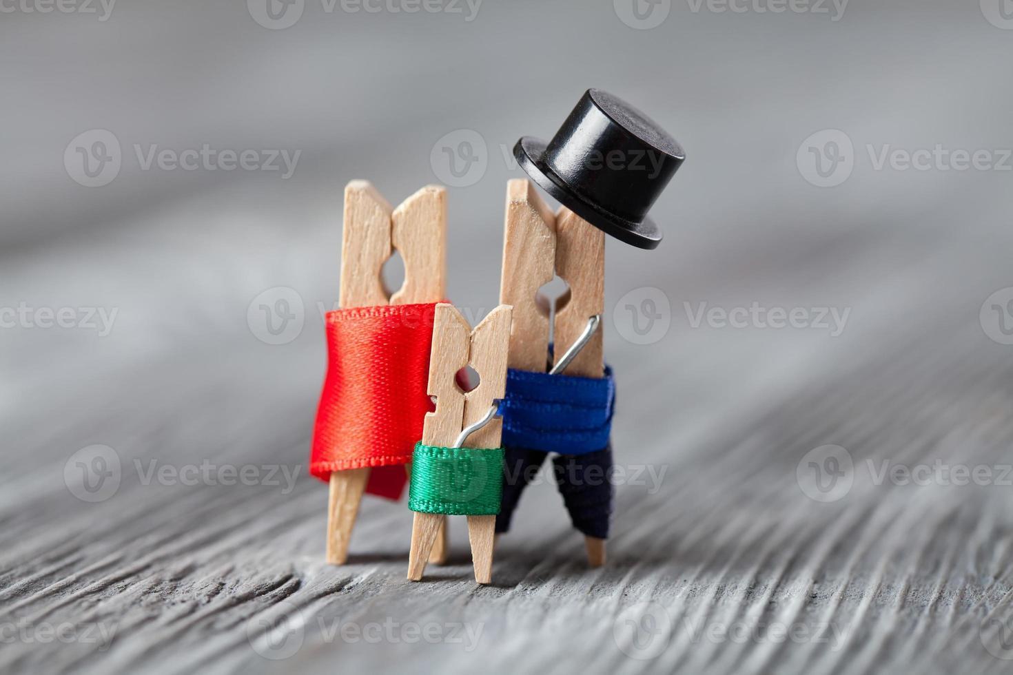 Familie von Leinen Wäscheklammern foto