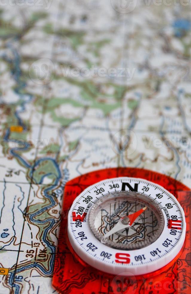 Ausrüstung für Reisen - Karte und Kompass. foto