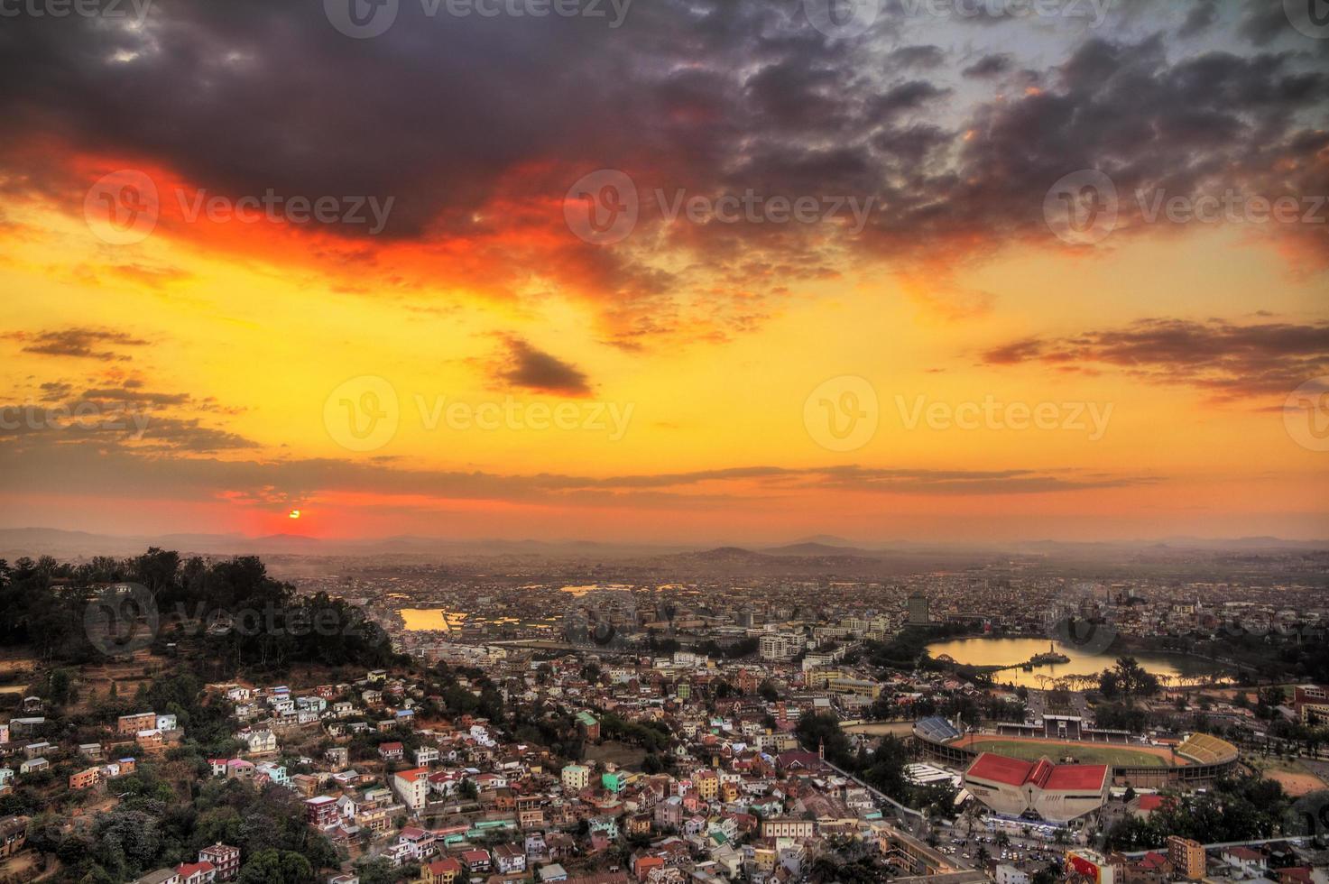 Tana lebendiger Sonnenuntergang foto