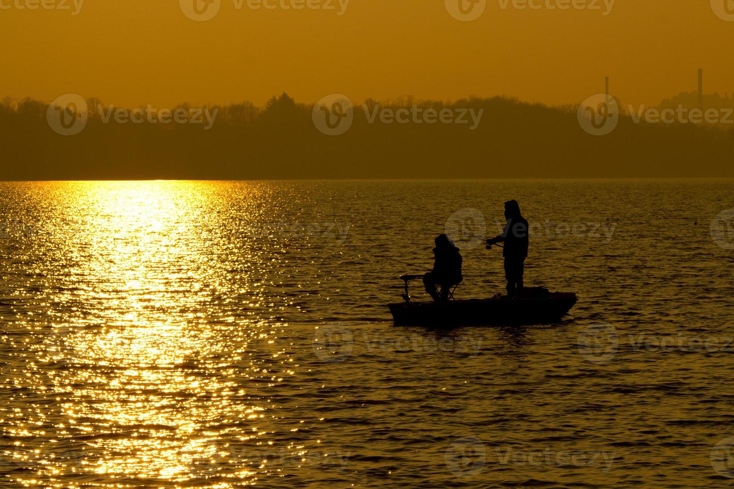 Angeln bei Sonnenuntergang foto