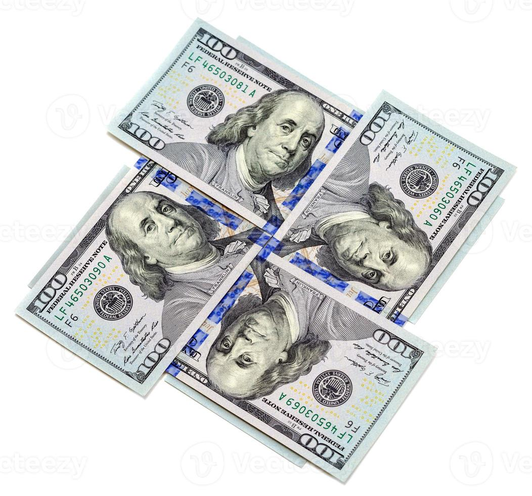 vierhundert Dollarnoten lokalisiert auf weißem Hintergrund foto
