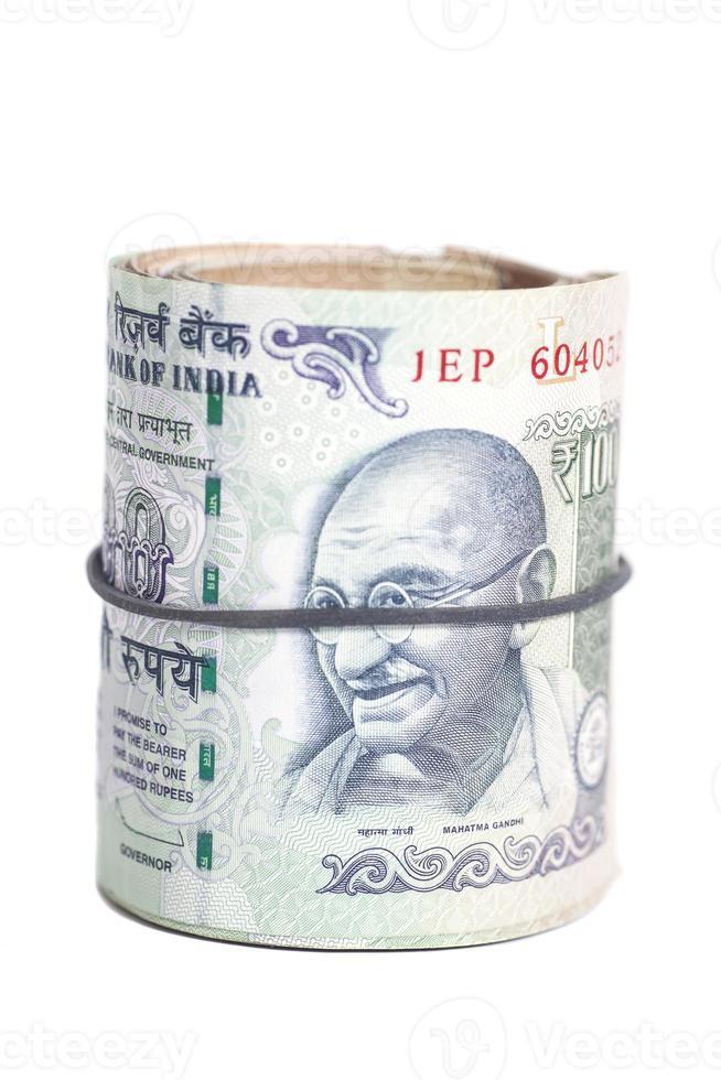 Rolle der indischen Rupien isoliert auf Weiß foto