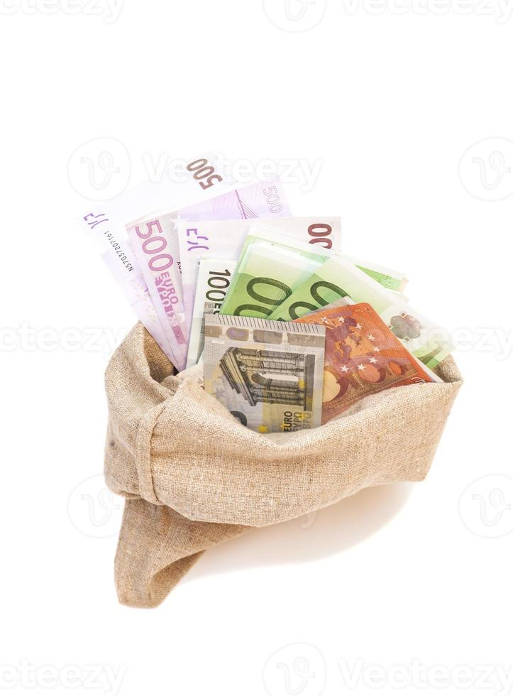 Geldsack mit verschiedenen Euro-Scheinen isoliert foto