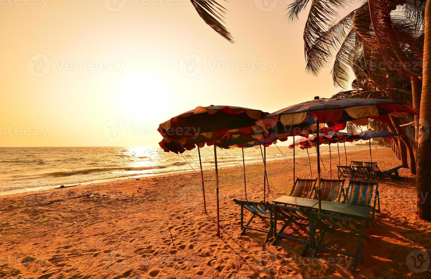 Strand bei Sonnenuntergang Hintergrund foto
