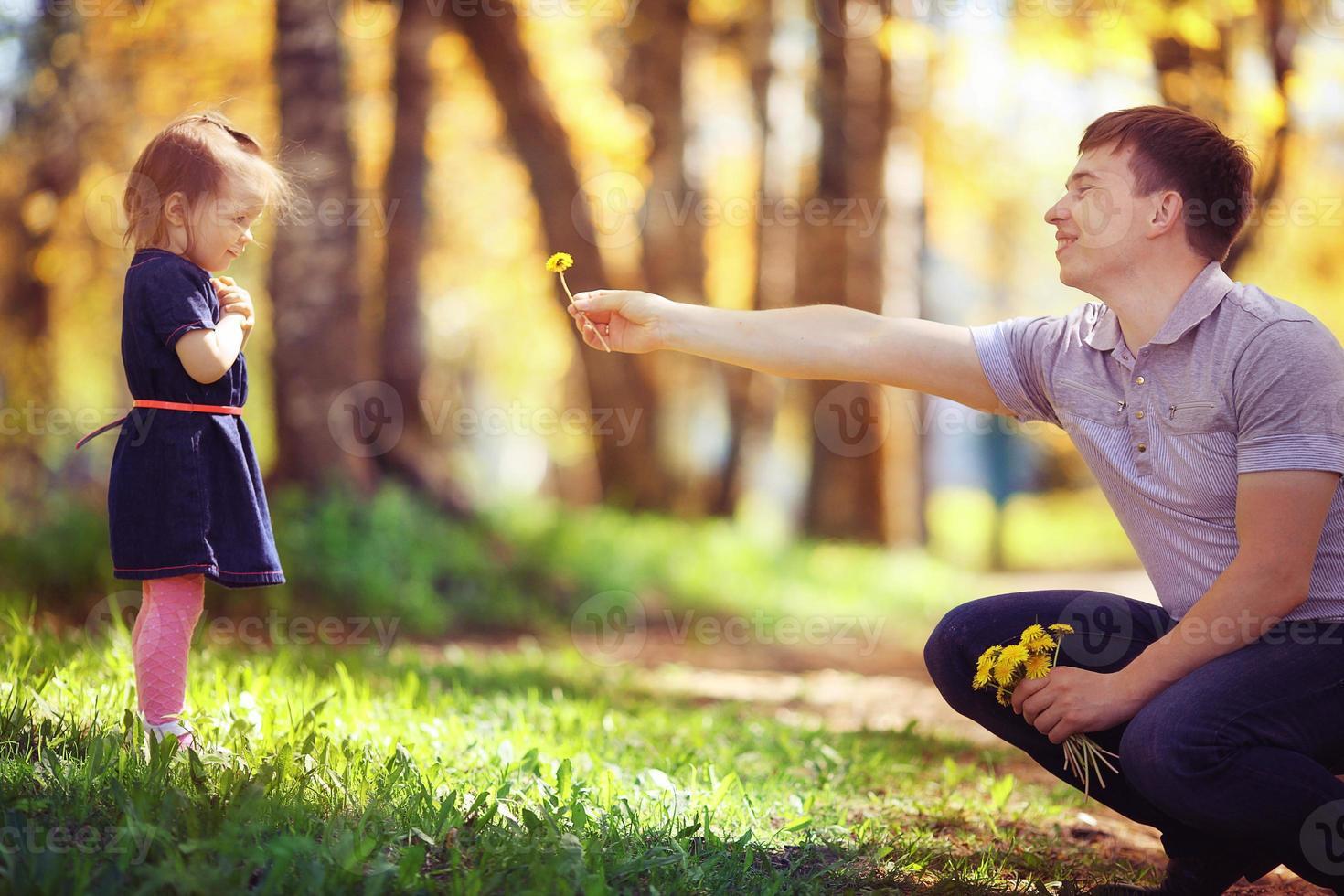 Vater spielt mit Tochter foto