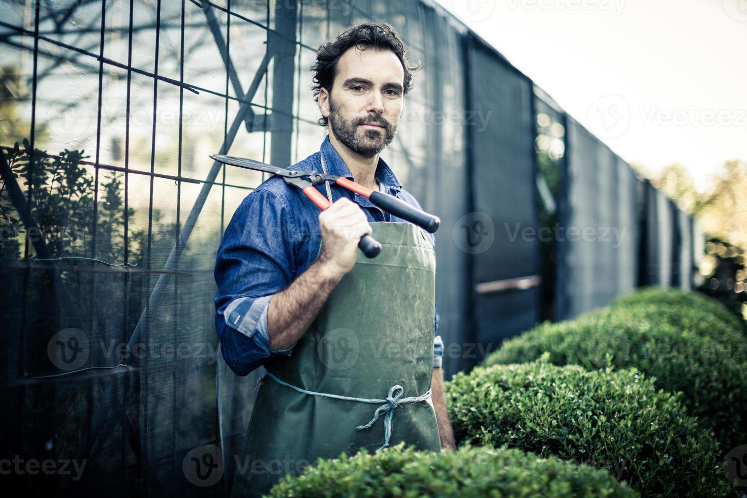 Gärtner beschneiden foto