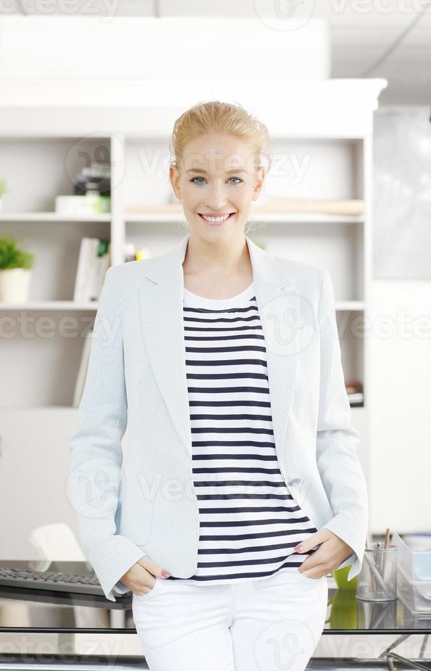 junge berufstätige Frau foto