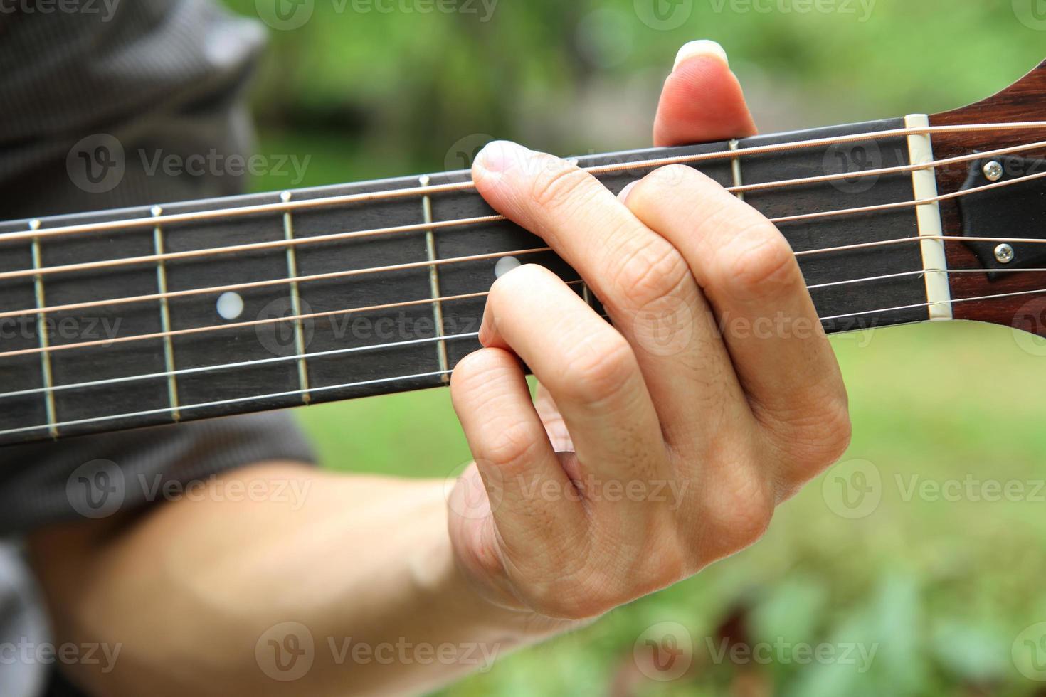 Gitarrenakkord spielen g foto