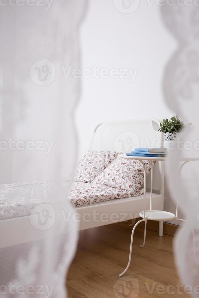 ordentlich eingerichteter Schlafbereich foto