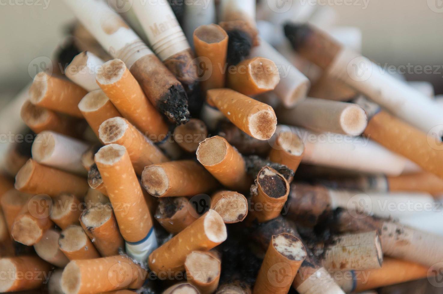 Nahaufnahme von Zigaretten foto