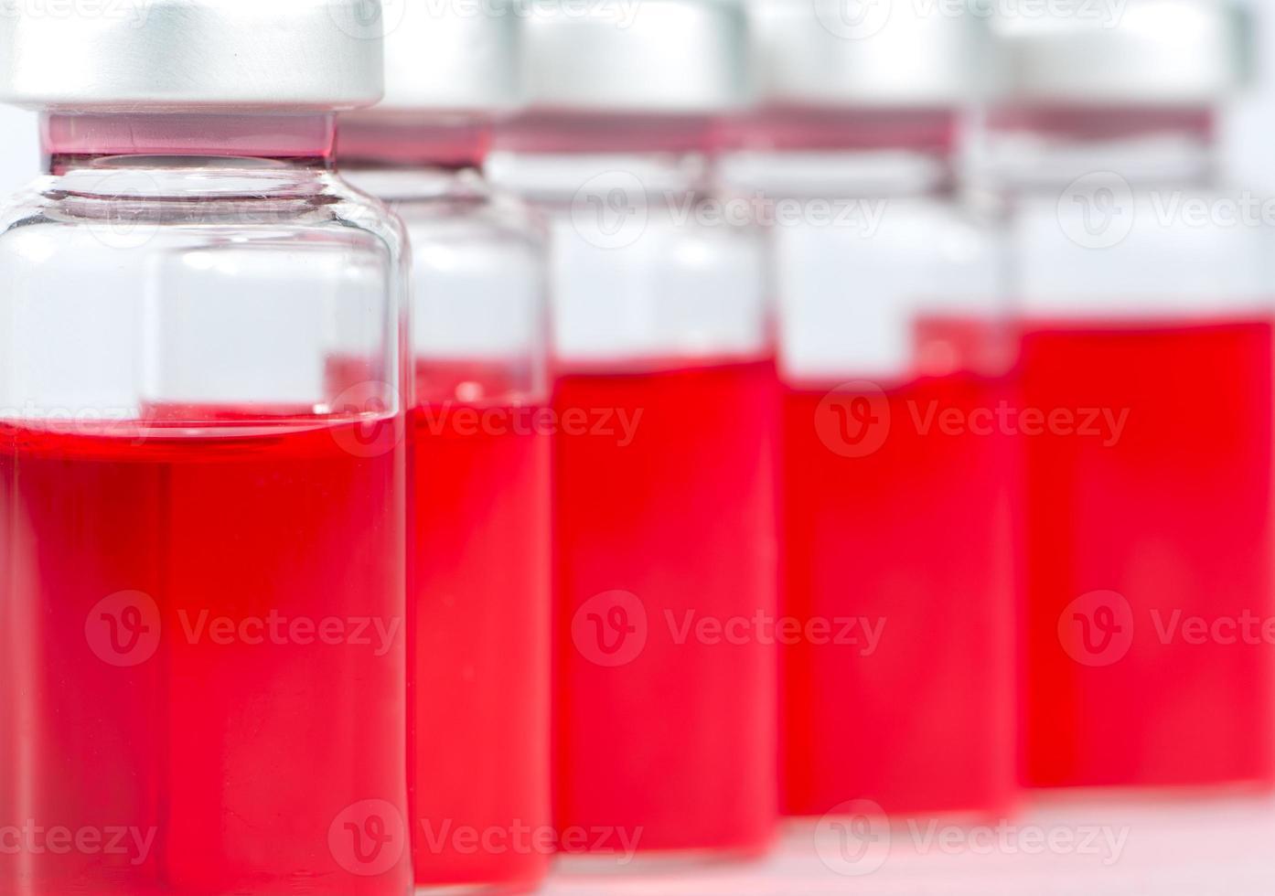 verschlossene Medizinfläschchen foto