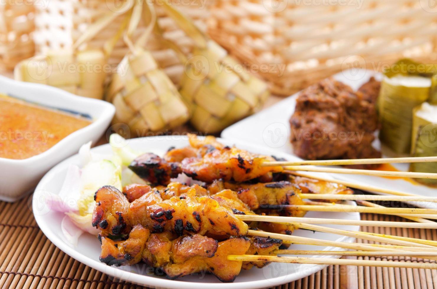 Hühnchen Satay und Ketupat foto