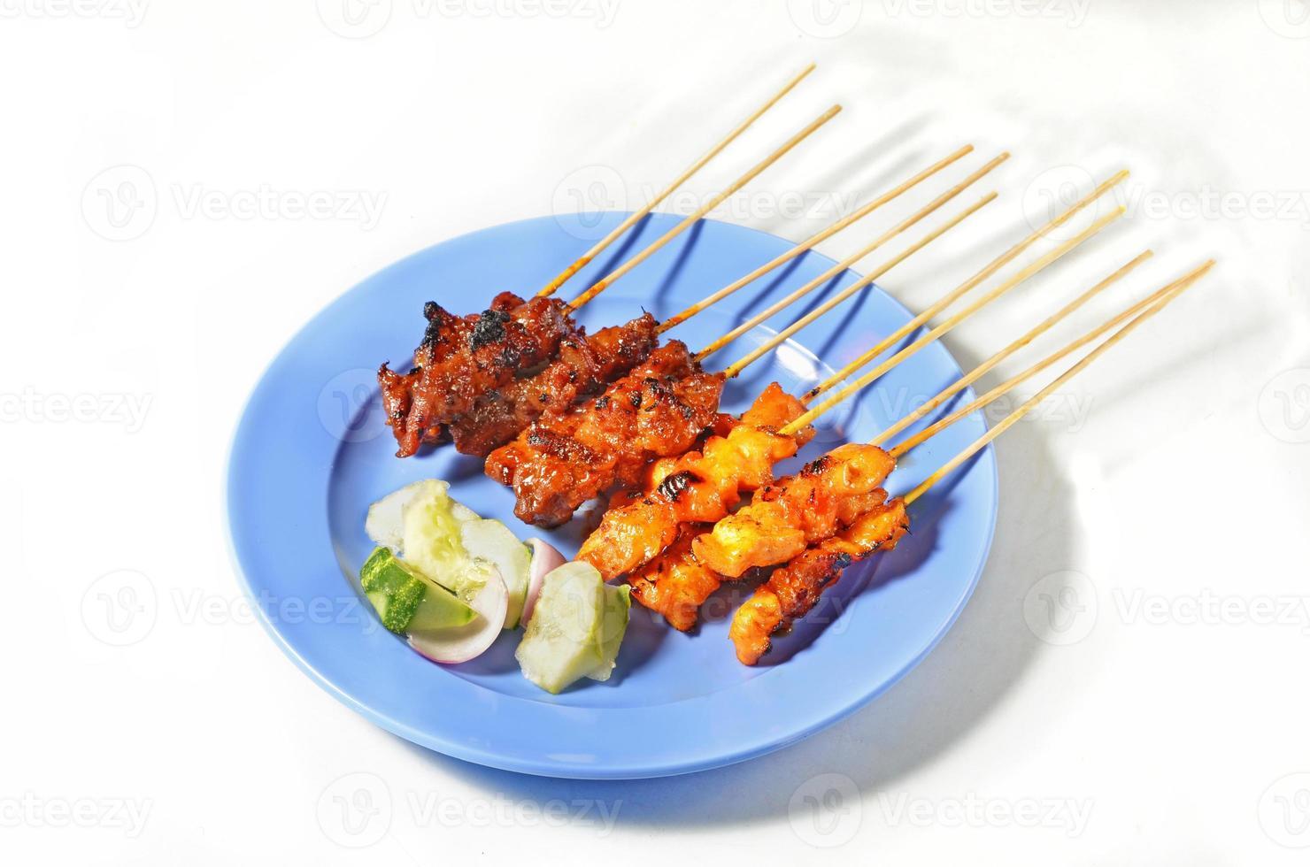 Rindfleisch und Hühnchen Satay foto