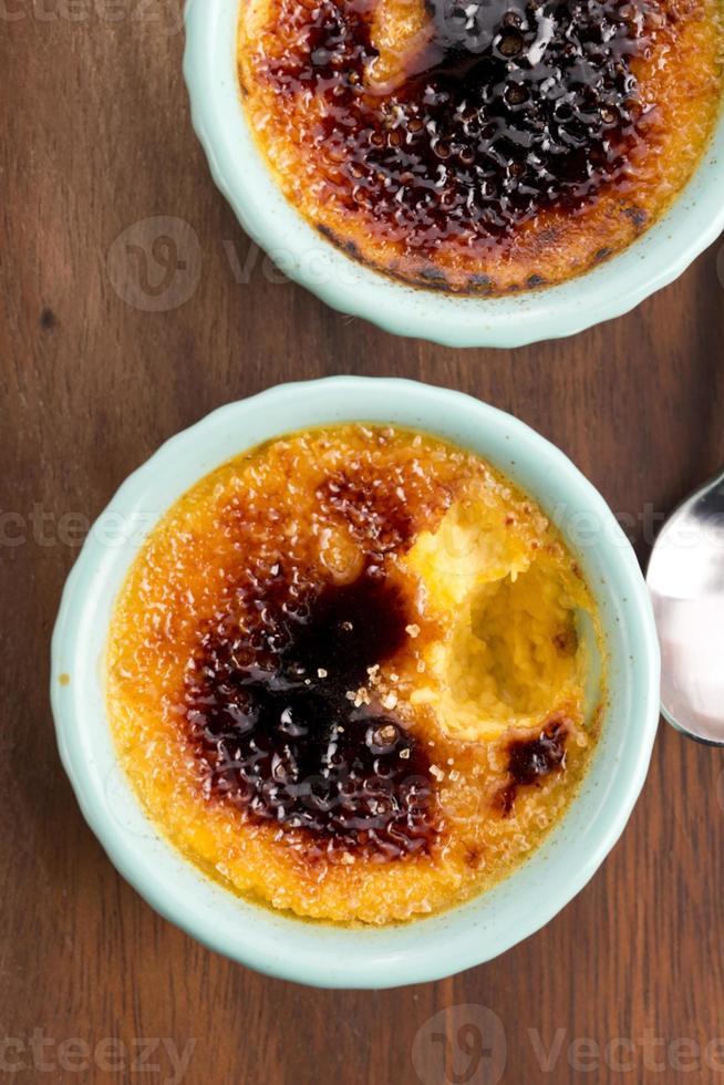 französisches Dessert - Sahne Brulee, gebrannte Sahne foto
