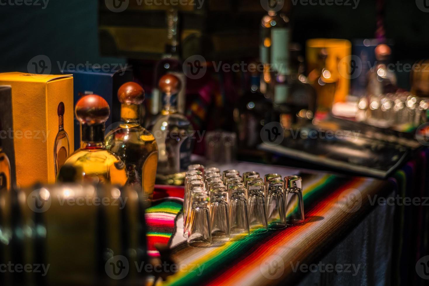 Tequila-Event in Mexiko. Verkostung von Mezcal und Tequila. foto