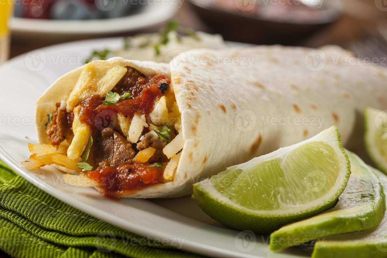 herzhafter Chorizo Frühstück Burrito foto