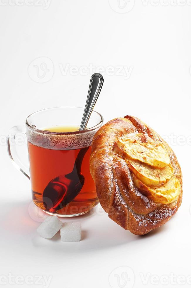 Brötchen und Tee foto