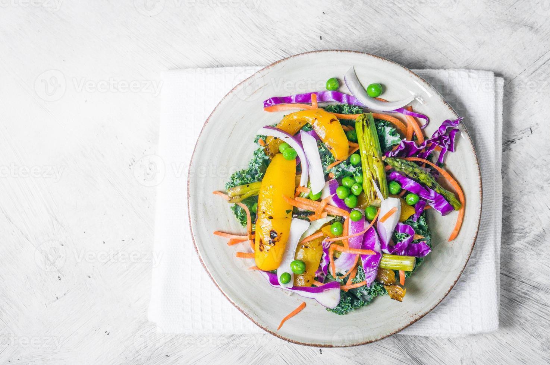Salat mit gegrilltem Gemüse foto