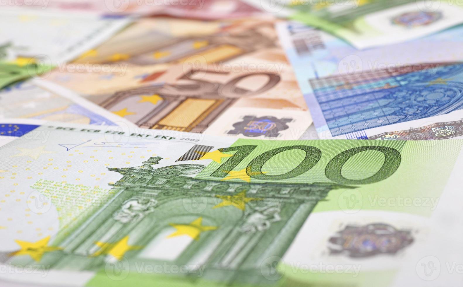 verschiedene Euro-Noten als Hintergrund foto
