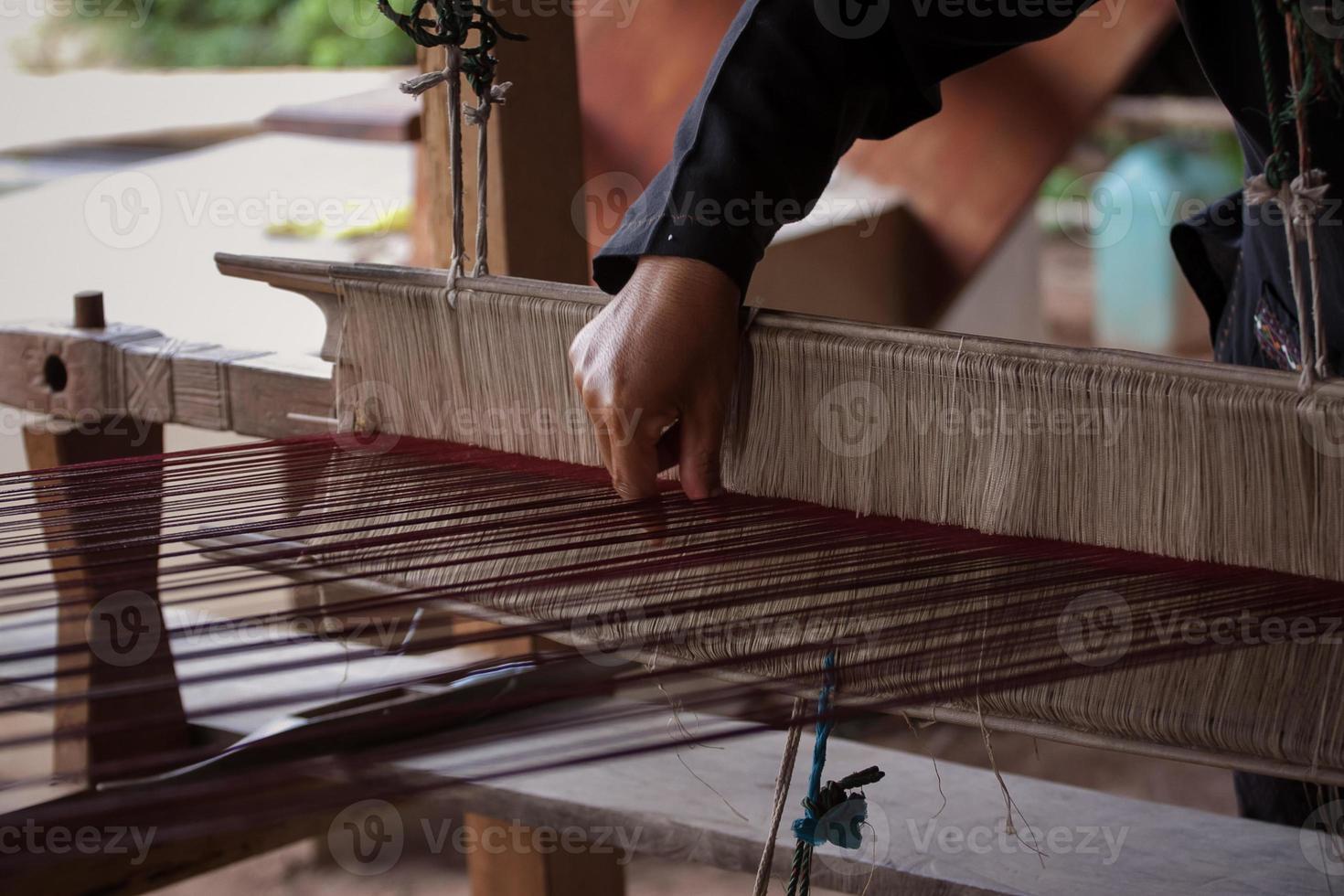 Prozess des Webens von thailändischer Seide foto