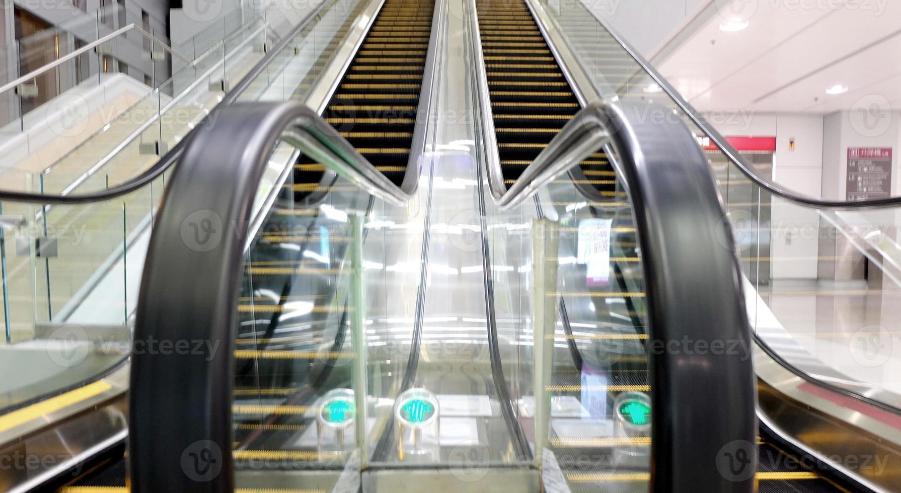 Rolltreppen des Einkaufszentrums foto