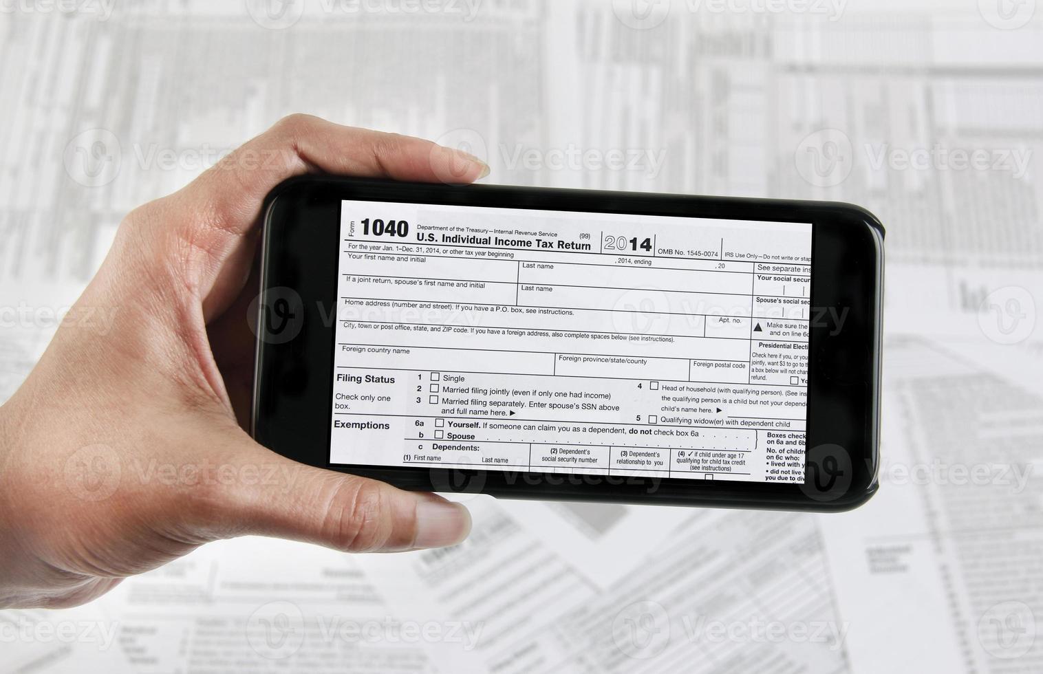 Steuer-E-Datei mit mobilem Gerät foto