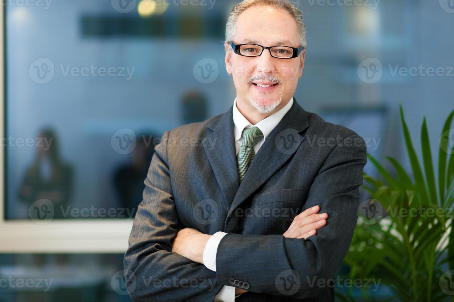 lächelnder Geschäftsmann foto