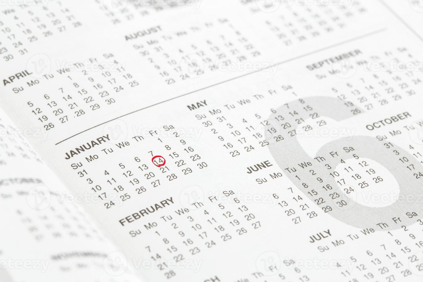 Nahaufnahme von Zahlen auf Kalenderseite foto