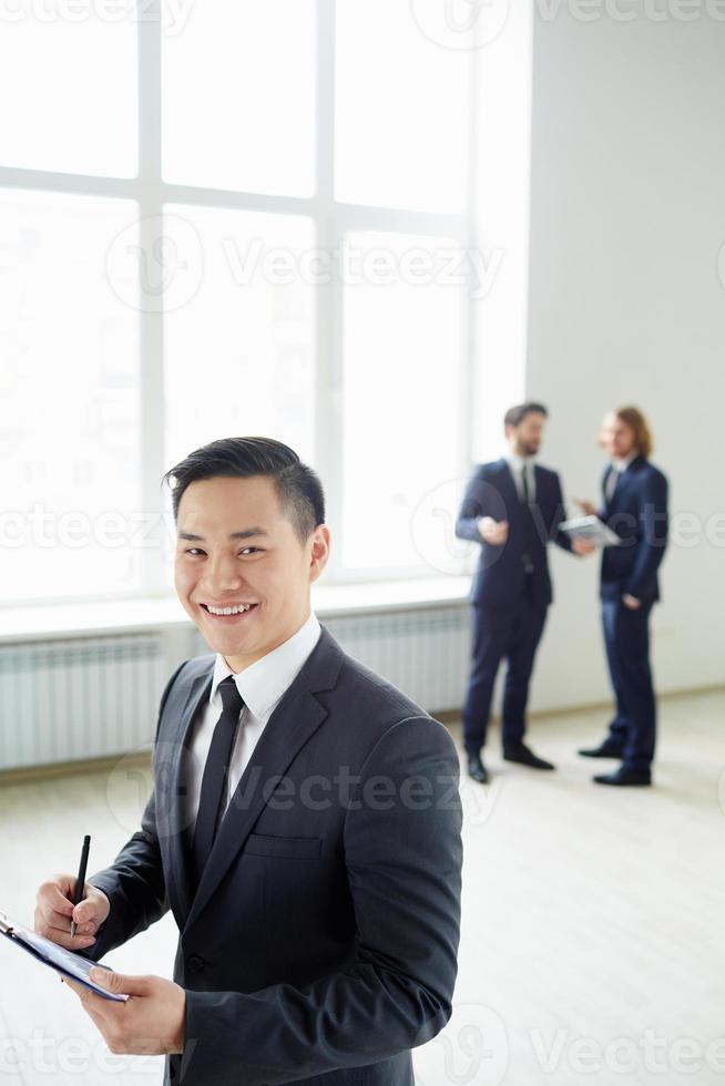 glücklicher Mitarbeiter foto