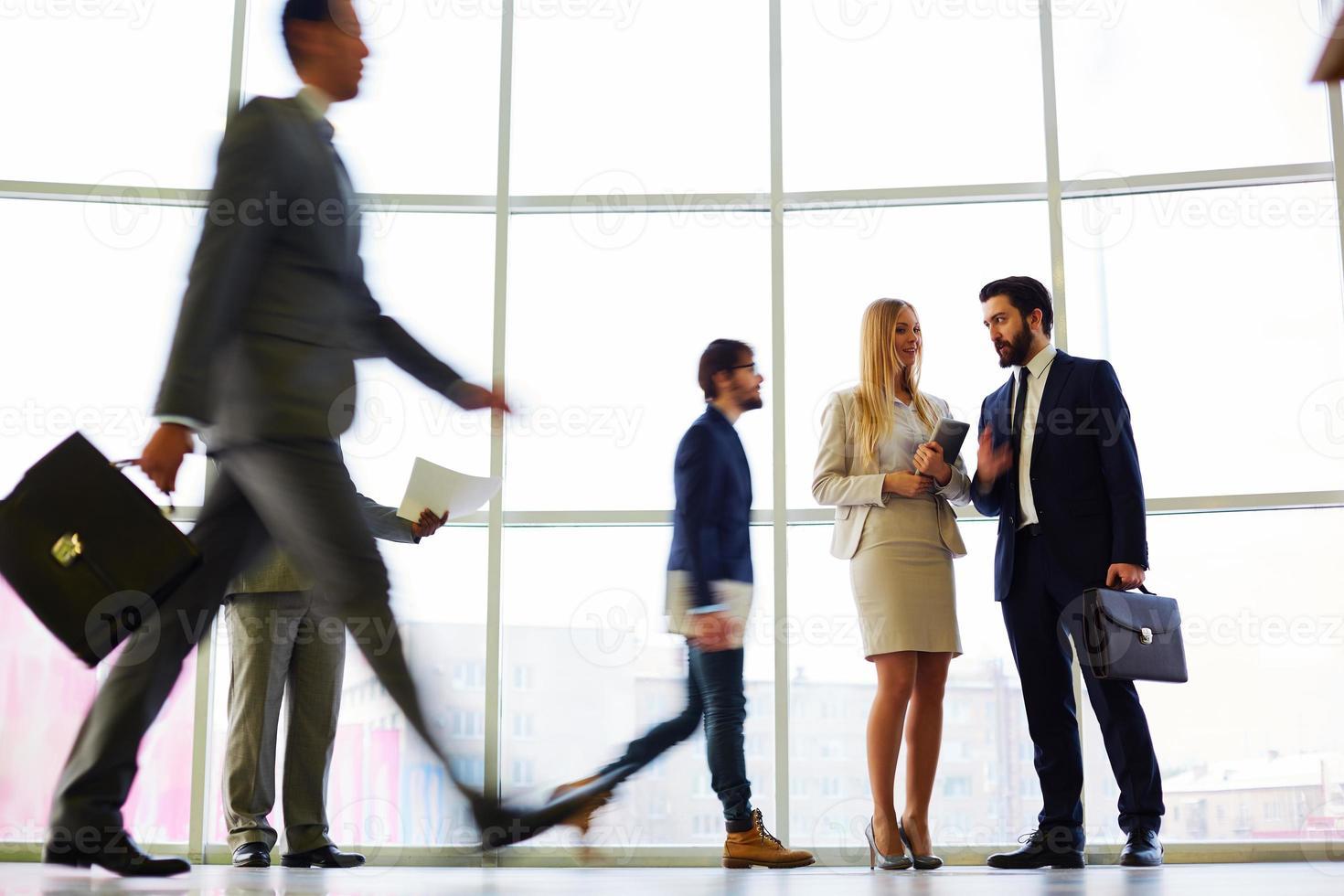Leute in der Geschäftsstelle foto
