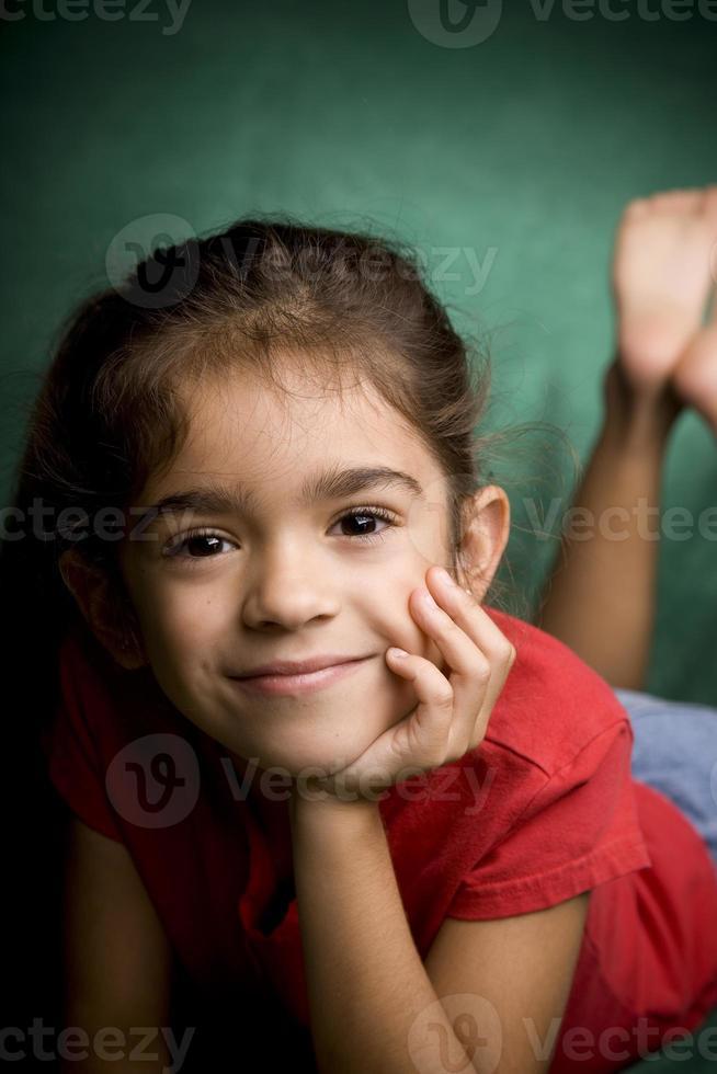 junges hispanisches Schulmädchen foto