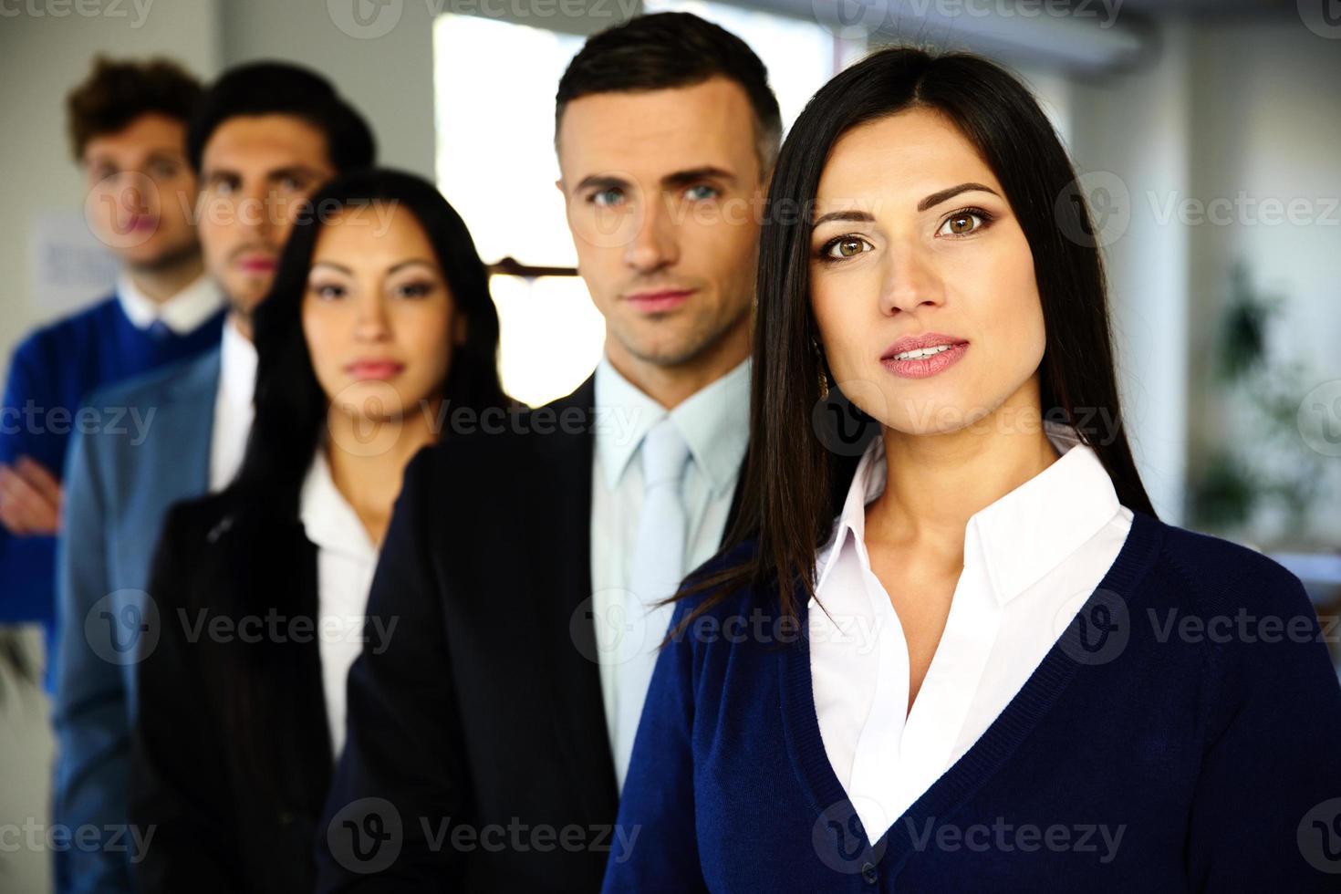 Geschäftsleute standen in einer Reihe foto