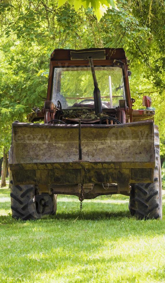 Traktor auf dem Land foto